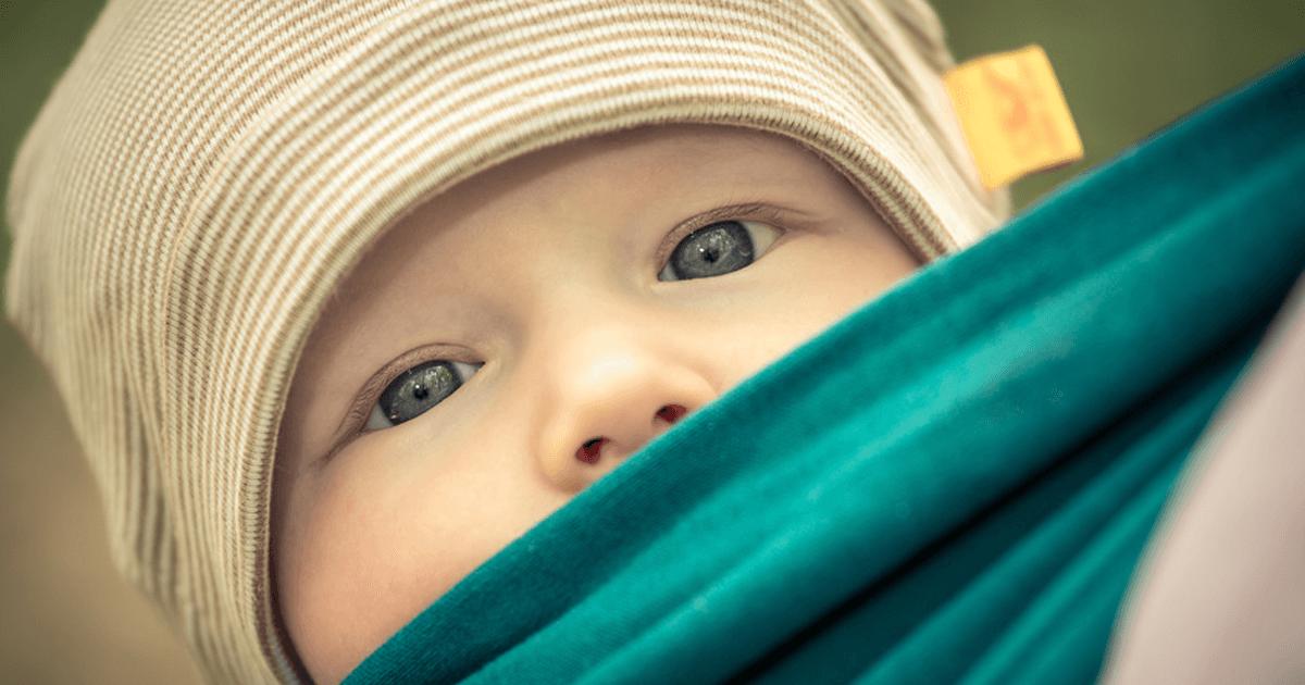 Babys tragen - körperliche Nähe als Beruhigung für das Baby