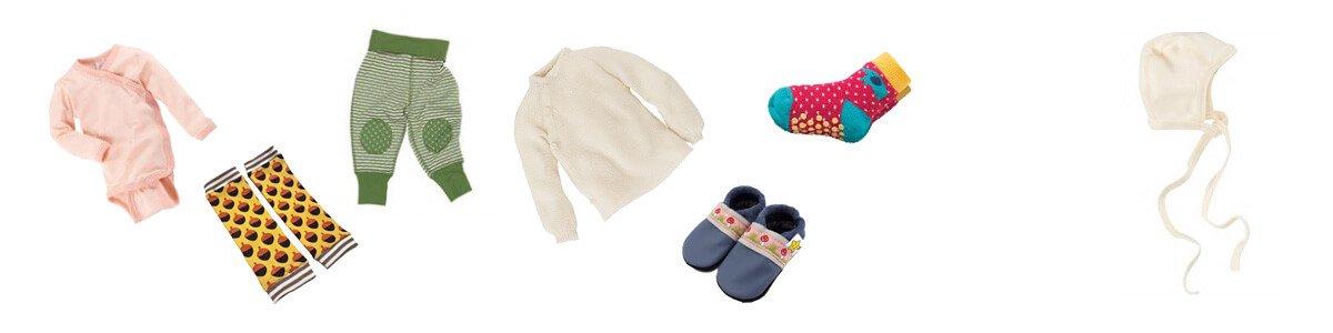 winterkleidung-baby-drinnen