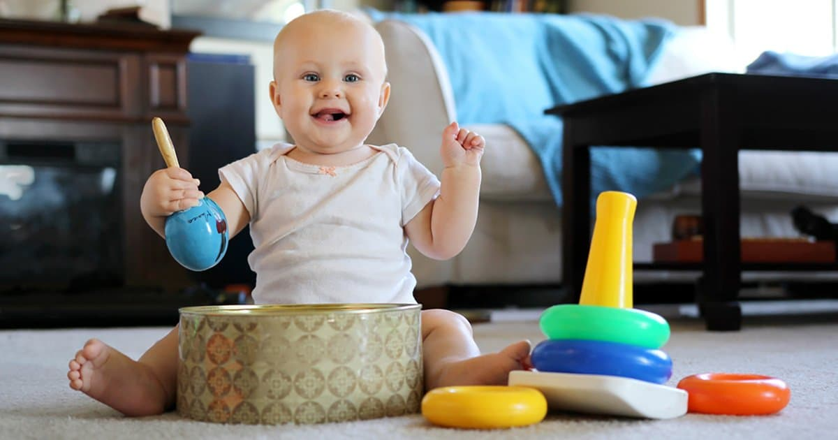 babys-entwicklung-monat-8