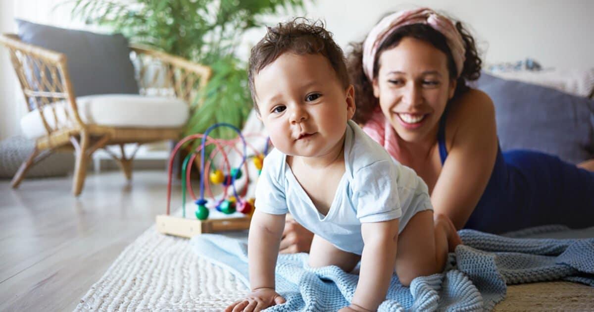 babys-entwicklung-monat-9