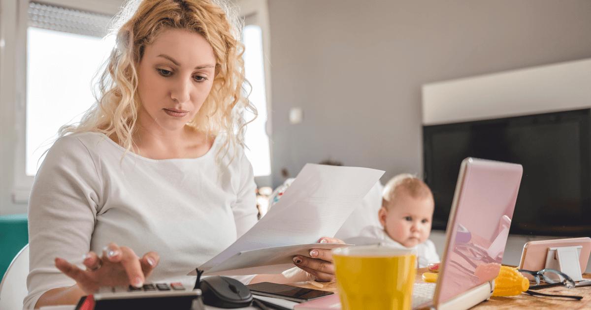 Mutter rechnet Rente aus: Finanzielle Verantwortung und Partnerschaftsverträge schützen vor Alternsarmut