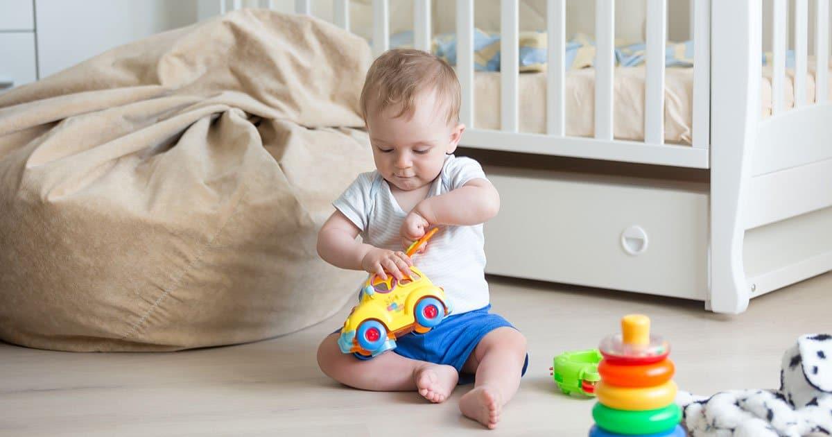Baby mit 10 Monaten: Das kann es schon