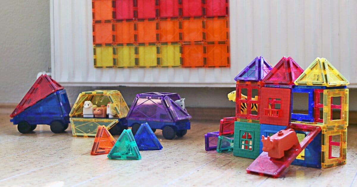 Tolles Geschenk für 2-Jährige: bunte Magnetbausteine