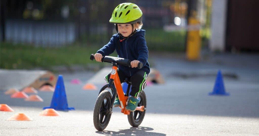 Sicherheit auf dem Laufrad: Nur mit Helm