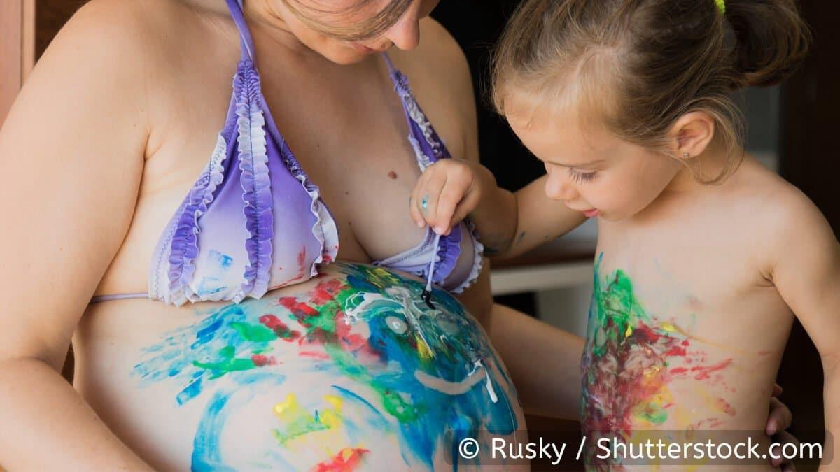 Babybauch bemalen Fingerfarben