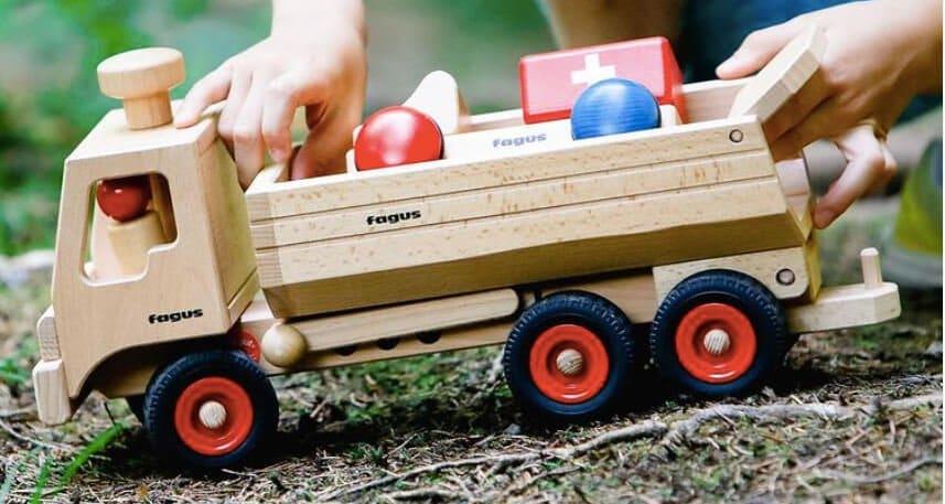 Fagus Spielzeugauto aus Holz Kipplaster