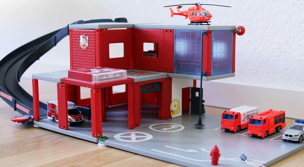 Siku World Feuerwache und Spielzeugautos