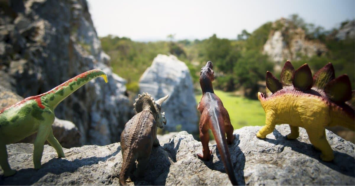 Dinosaurier Spielfiguren: Triceratops, Brachiosaurus, Stegosaurus & T-Rex