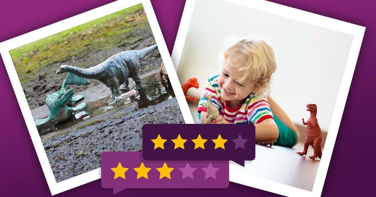 Dinosaurier Spielzeug - Junge spielt mit Dino Figuren